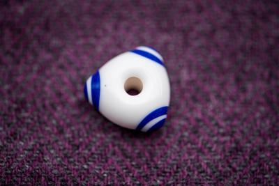 Náhled výrobku: Keltský trojhraný korálek - bílý